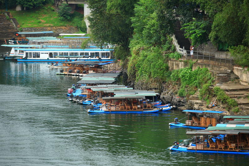 Bamboevlotten en cruise op Li-rivier, China stock afbeelding