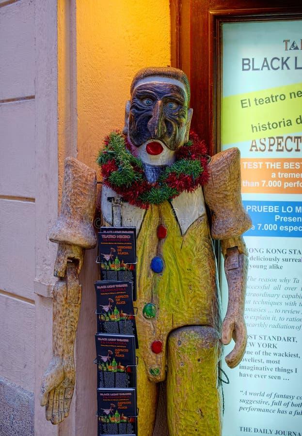 Bambola di legno del teatro della luce ultravioletta fotografia stock libera da diritti