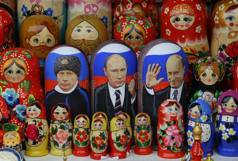 Bambola di Matryoshka con il ritratto di Putin fotografie stock libere da diritti