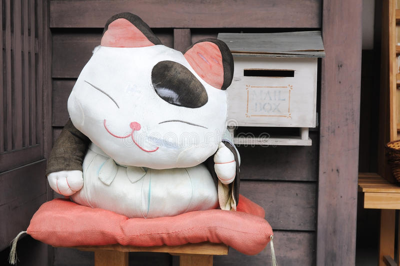 Bambola giapponese del gatto del tessuto fotografia stock
