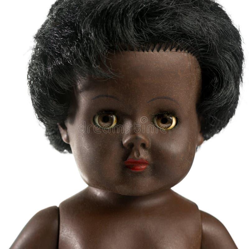 Bambola nera utilizzata davanti ad un fondo bianco immagine stock