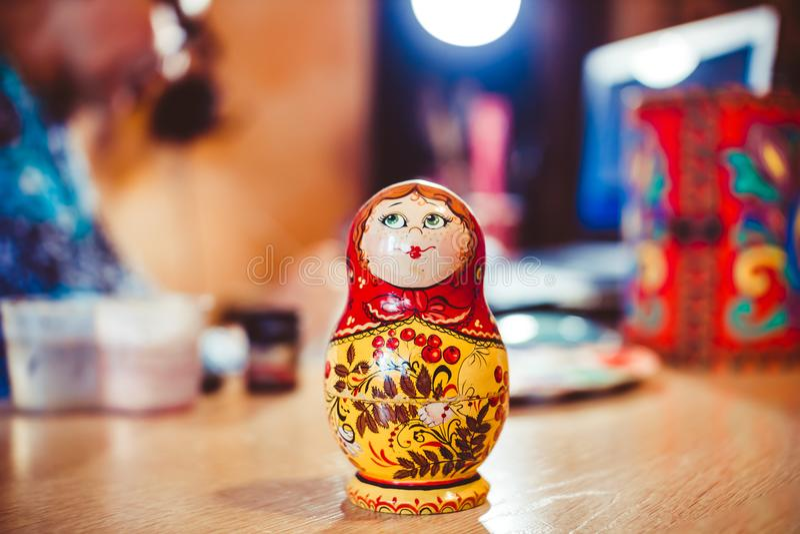 Bambola russa di incastramento immagini stock libere da diritti