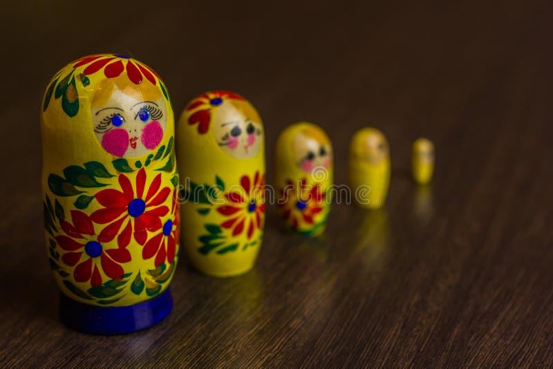 Bambole, babushkas o matryoshkas russi di incastramento fotografie stock libere da diritti