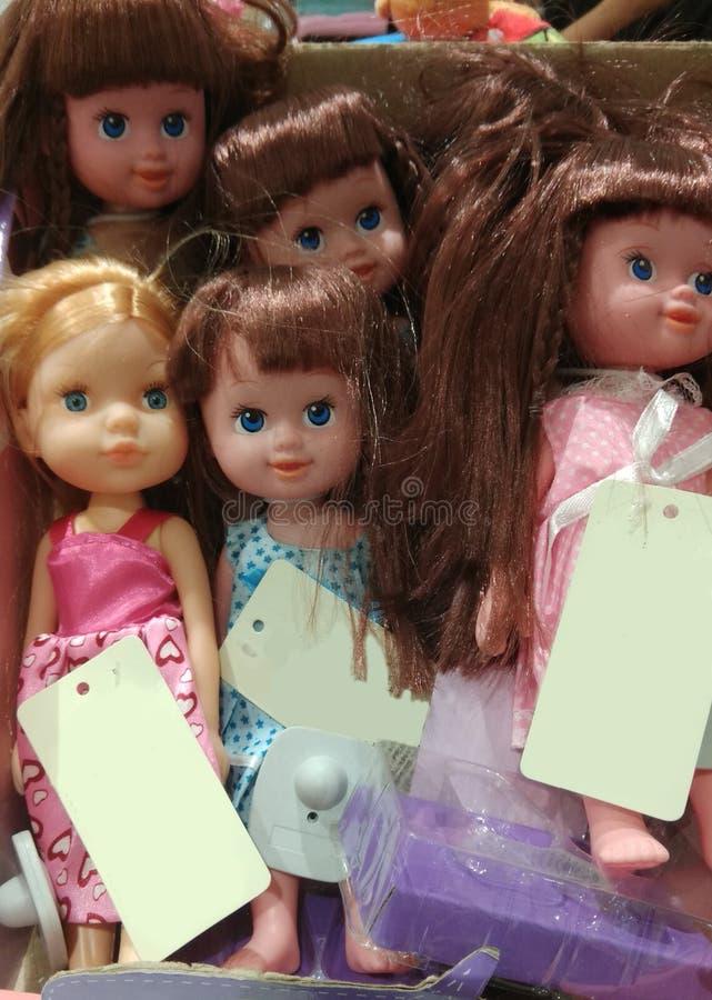 Bambole con i prezzi da pagare in bianco fotografie stock libere da diritti