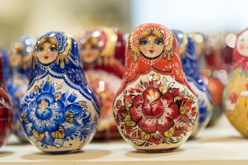 Bambole russe in un negozio a St Petersburg Russia fotografia stock libera da diritti