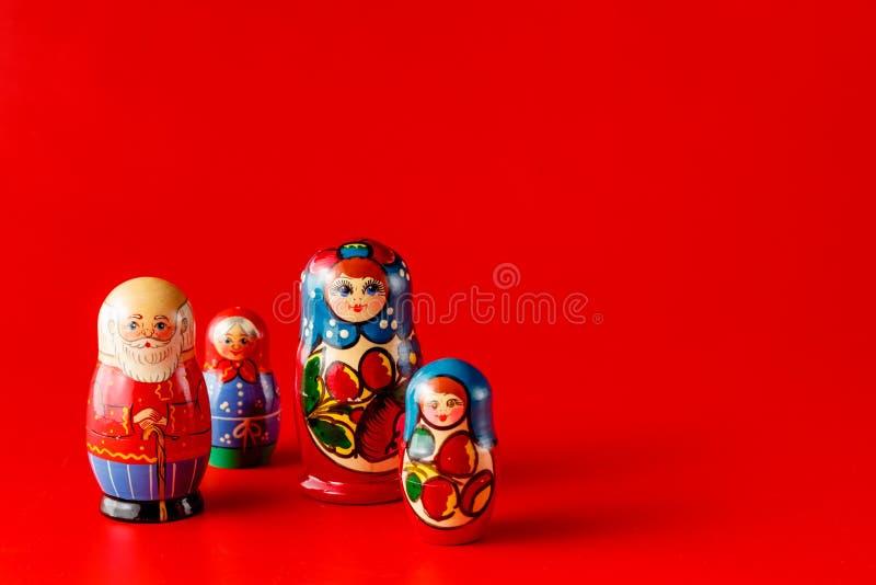 Bambole russe variopinte Matreshka di incastramento fotografia stock libera da diritti
