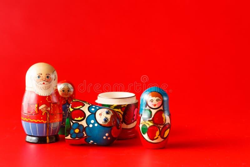 Bambole russe variopinte Matreshka di incastramento fotografie stock