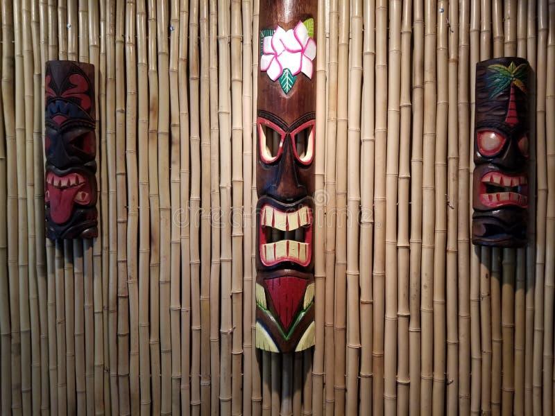 Bambu e máscaras imagem de stock
