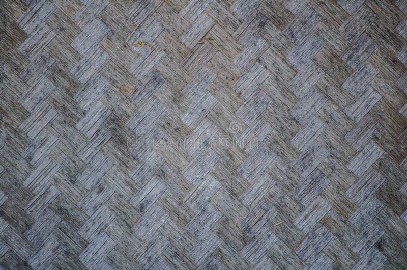Bambu velho no teste padrão da superfície do cesta-weave para a parede asiática da casa no fim acima imagem de stock