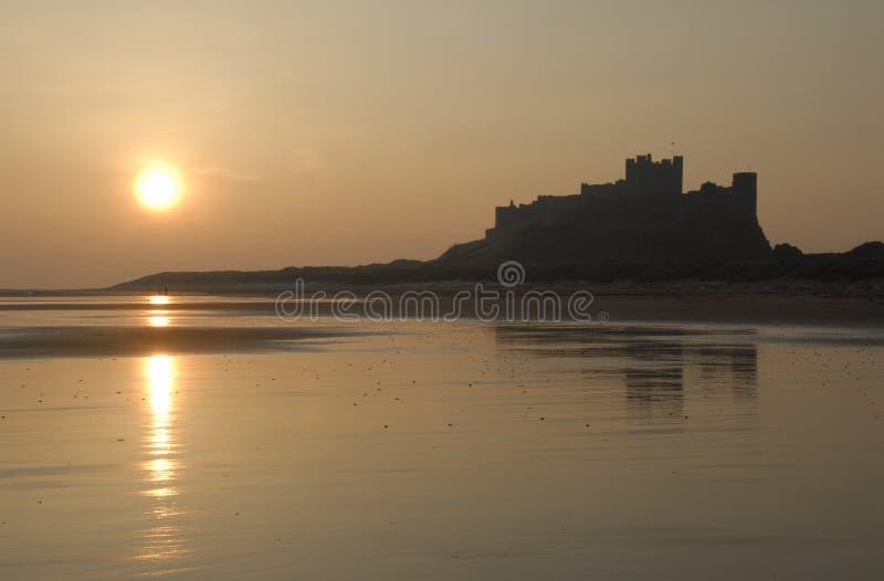 bamburgh城堡日出 免版税库存照片