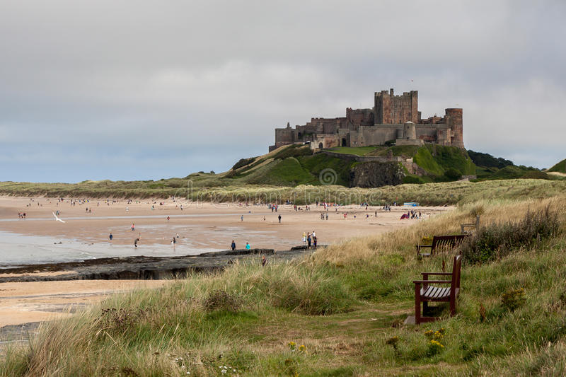 BAMBURGH, NORTHUMBERLAND/UK - 8月15日:Bamburgh城堡Vew  免版税图库摄影