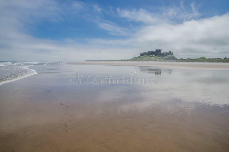 Bamburgh plaża i kasztel obraz royalty free