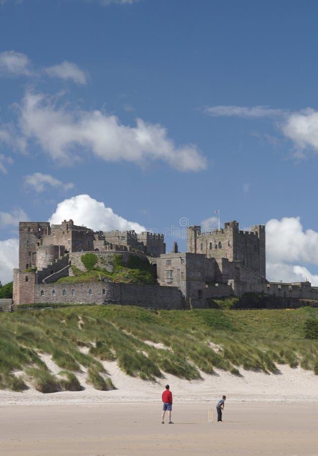bamburgh plaży zamku zdjęcie stock