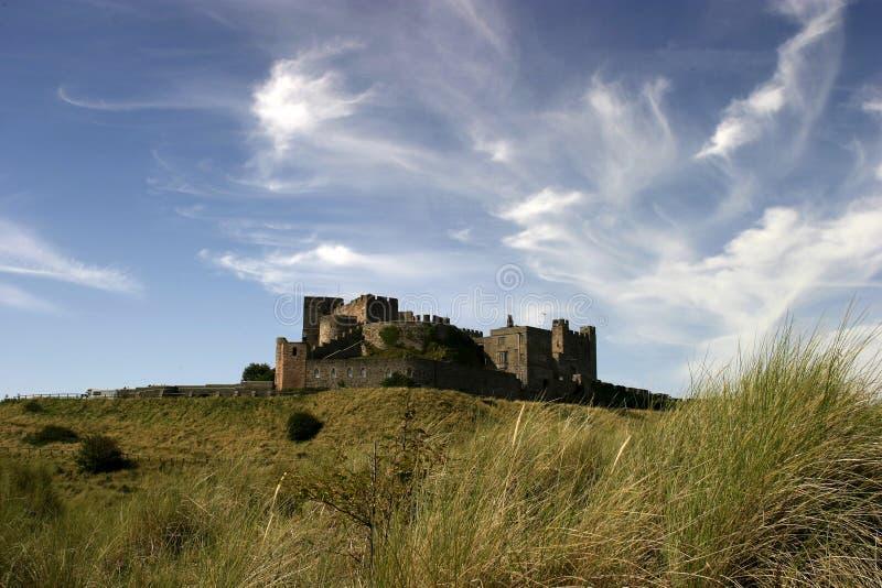 Download Bamburghslott arkivfoto. Bild av turist, håll, fästning - 519996