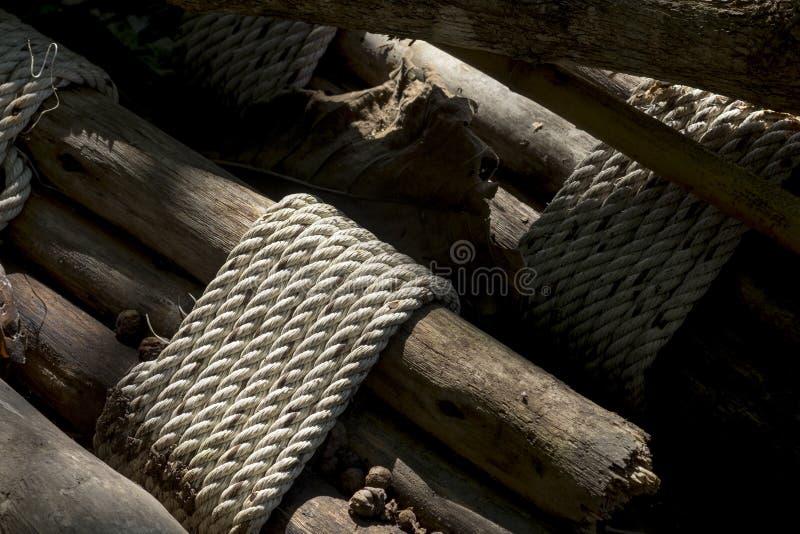Bambus, binden ein Seil stockfotografie