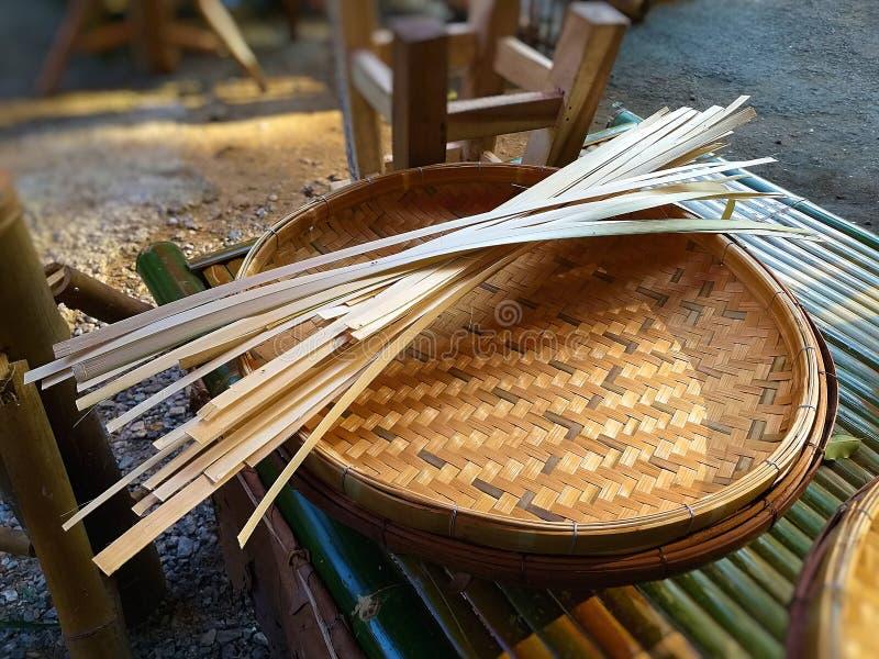 Bambus wyplatający Bambusowy koszykowy ręcznie robiony obraz stock
