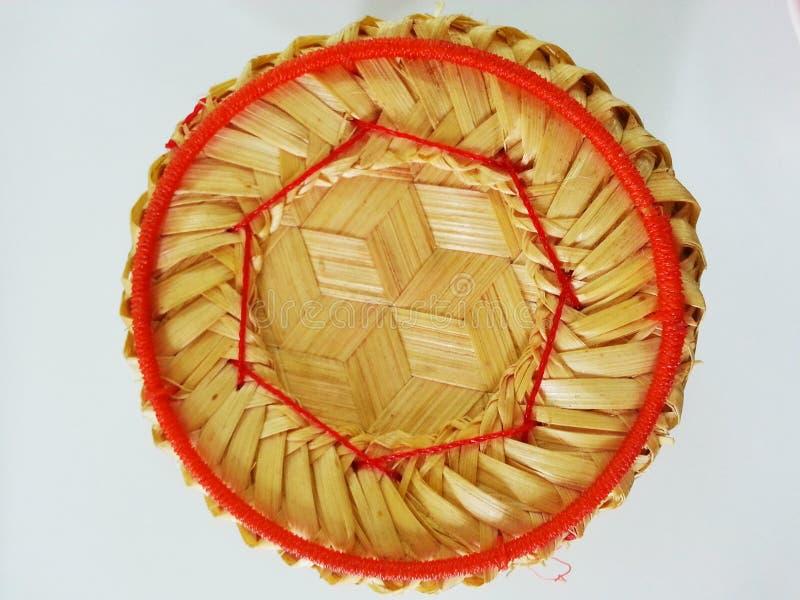 Bambusa pudełko dla kleistych ryż na białym tle obraz stock
