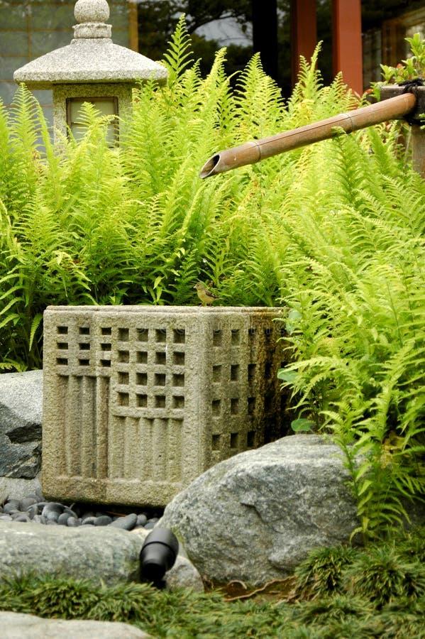 Bambusbrunnen lizenzfreies stockfoto