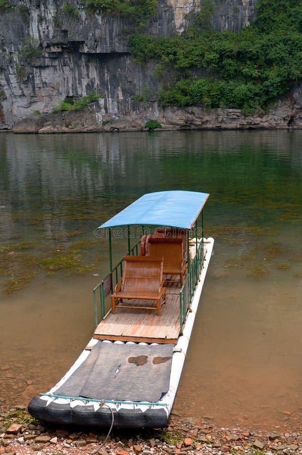 Bambusfloß im Li-Fluss lizenzfreies stockfoto