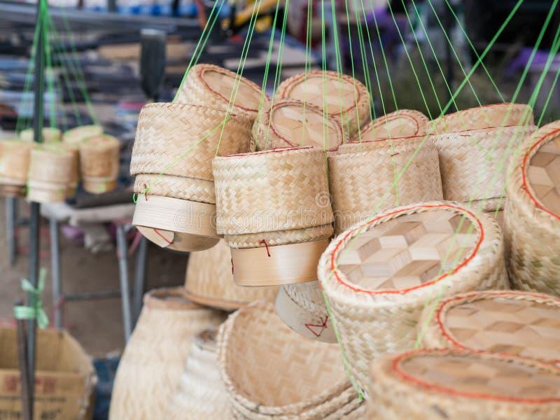 Bambusowi tkactw pudełka dla kleistych ryż kantują czary Checkertainer, ryżowy kosz, fotografia royalty free