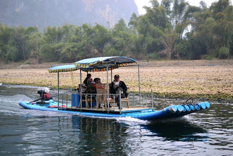 Bambusowy flisactwo w Li rzeczny Guilin, Yulong rzeczny Yangshuo, Guangxi CHINY obraz royalty free