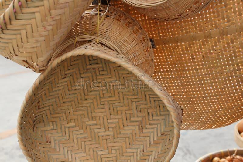 Download Bambusowy kosz obraz stock. Obraz złożonej z crockery - 106904055