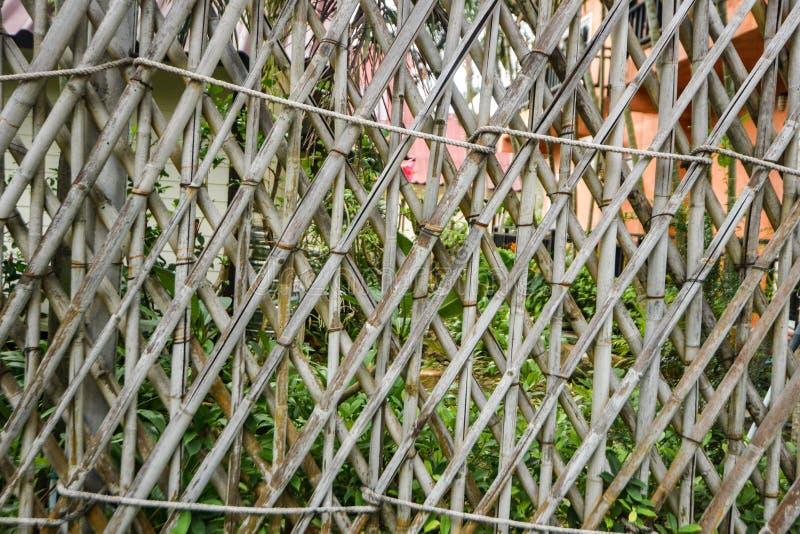 Bambuswandhintergrundgitter-Käfigbraun echt stockfotos
