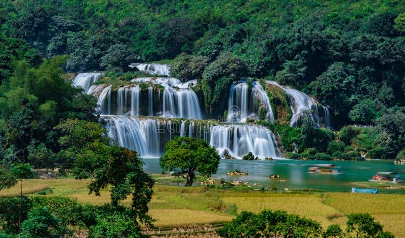 Ban Gioc Waterfall - Detian vattenfall arkivfoton