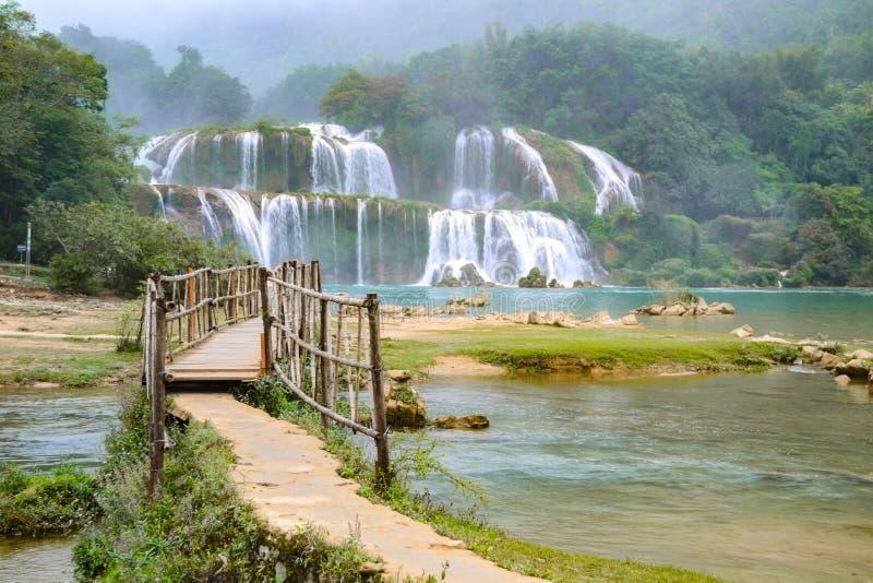 Ban Gioc Waterfall eller Detian Falls, Vietnam bästa-bekanta vattenfall arkivbild
