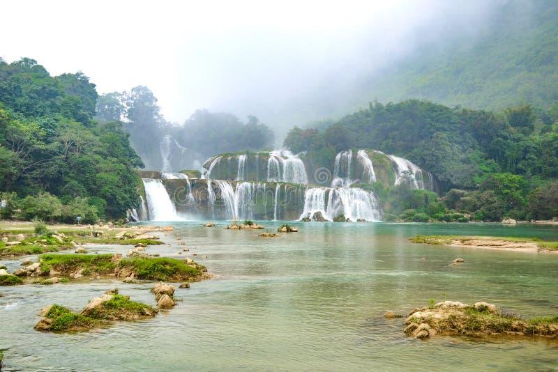 Ban Gioc Waterfall o Detian Falls, la cascada más conocida de Vietnam imagen de archivo libre de regalías