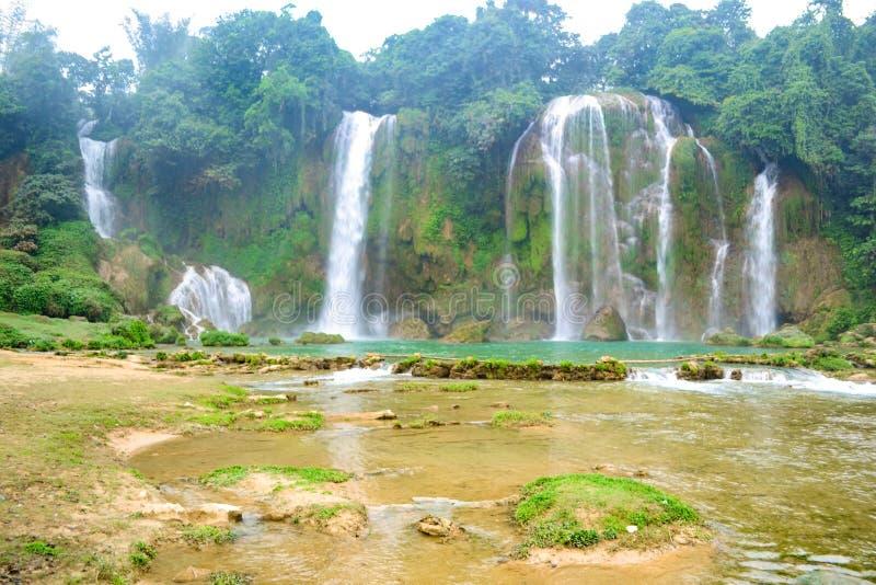 Ban Gioc Waterfall o Detian Falls, la cascada más conocida de Vietnam fotografía de archivo libre de regalías
