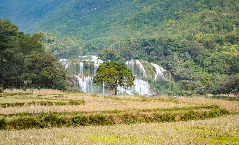 Ban Gioc Waterfall o Detian Falls, Vietnam' cascata più nota di s situata in Cao Bang immagine stock