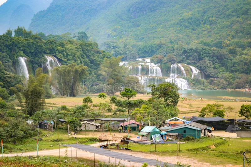 Ban Gioc Waterfall o Detian Falls, Vietnam' cascata più nota di s situata in Cao Bang immagini stock