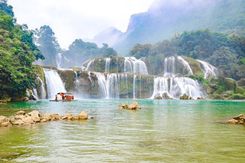 Ban Gioc Waterfall oder Detian Falls, Vietnam' bekanntester Wasserfall s gelegen in Cao- Banggrenze nahe China lizenzfreies stockfoto