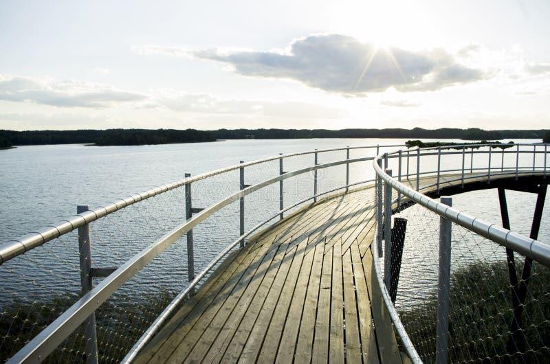 Bana över sjön royaltyfri fotografi