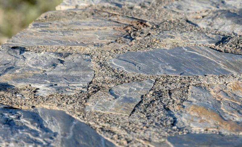 Bana från stentegelplattor Väg från stenläggningstenen, texturstenar arkivfoto
