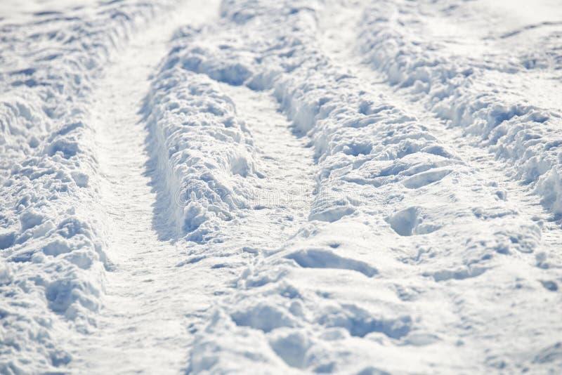 Bana i snö efter snöfall arkivfoton