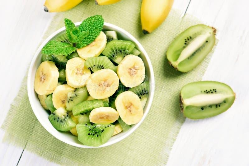 Banaan en kiwisalade stock afbeelding