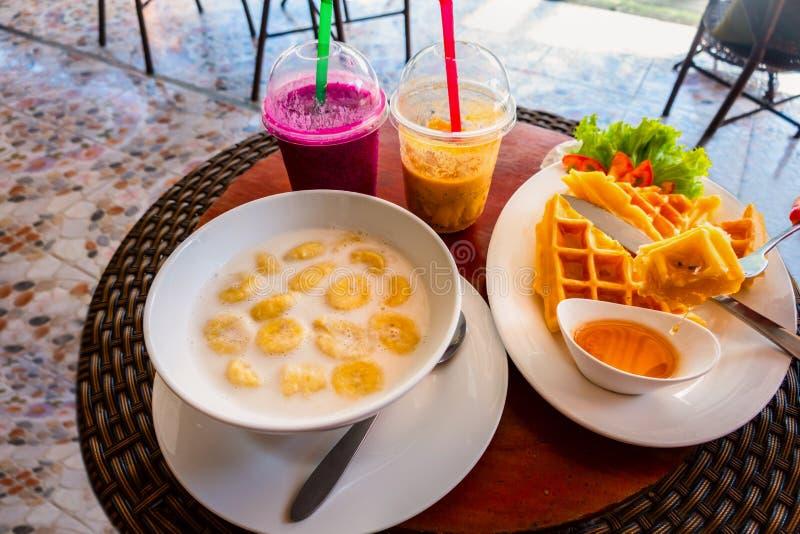 Banaan in kokosmelk Traditioneel dessert van Aziatisch, Thailand royalty-vrije stock foto