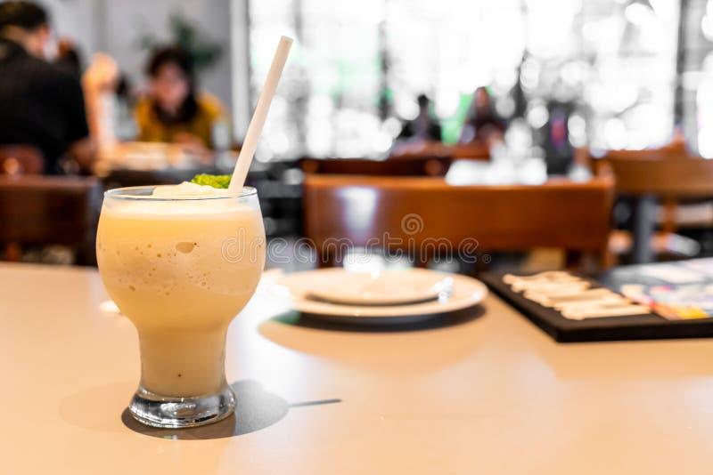 banaan smoothie milkshake stock afbeelding