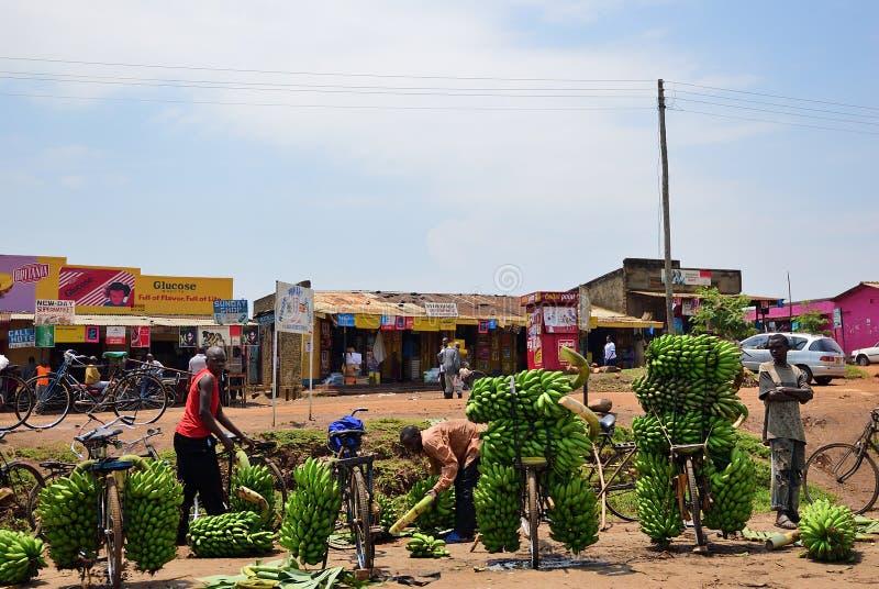 Banaanmarkt in krottenwijk van Kampala, Oeganda, Afrika royalty-vrije stock fotografie