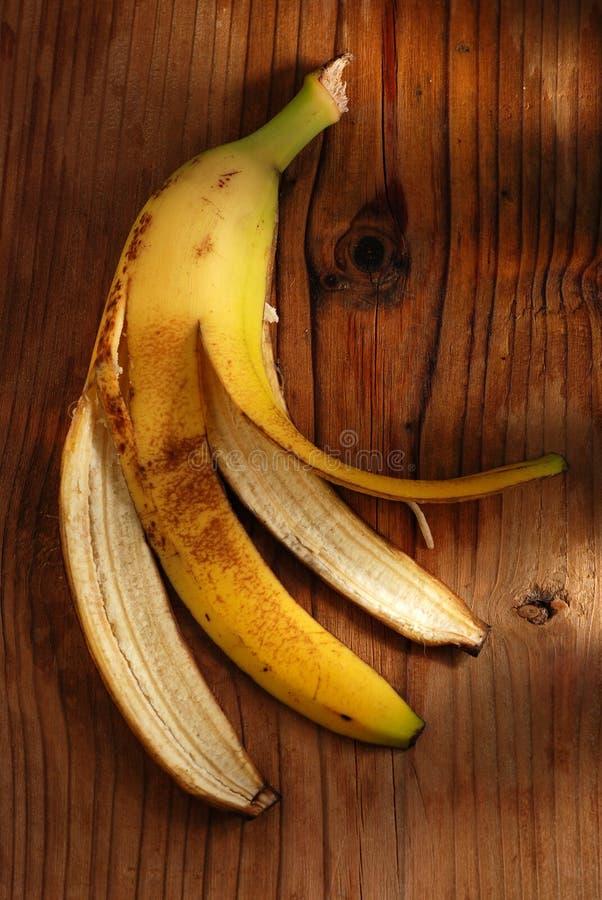 Banaanschil op de lijst royalty-vrije stock afbeelding