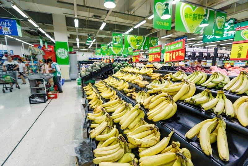 Banan för frukt för objekt för detaljhandel för Kina hangzhou wal-marknad supermarket arkivbild