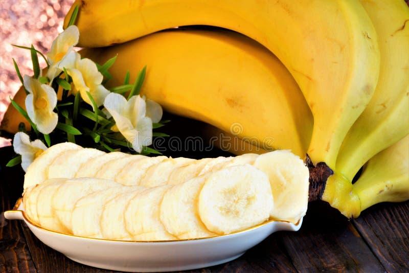 Banan jest jagodą znacząco roślina spożywcza dla tropikalnych krajów Banany w kucharstwie smażącym, gotujący się, suszący, konser obrazy royalty free