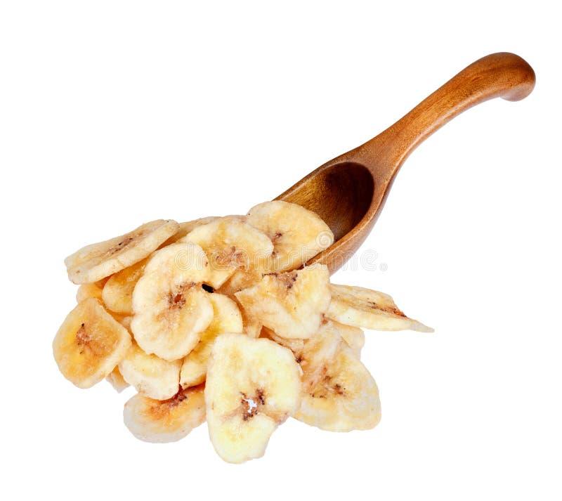 Banan szczerbi się w drewnianej łyżce, odizolowywającej na białym tle fotografia royalty free