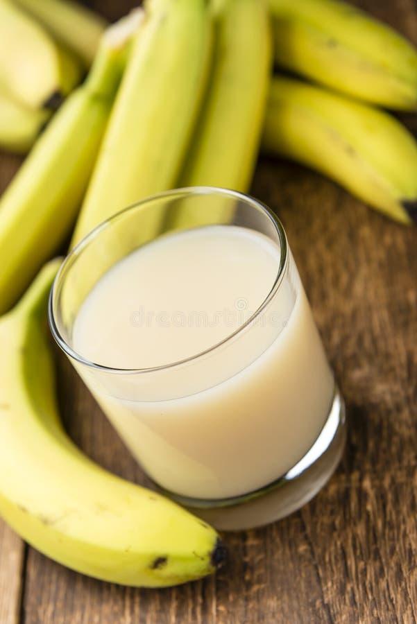 Banana con il succo fresco del latte fotografia stock