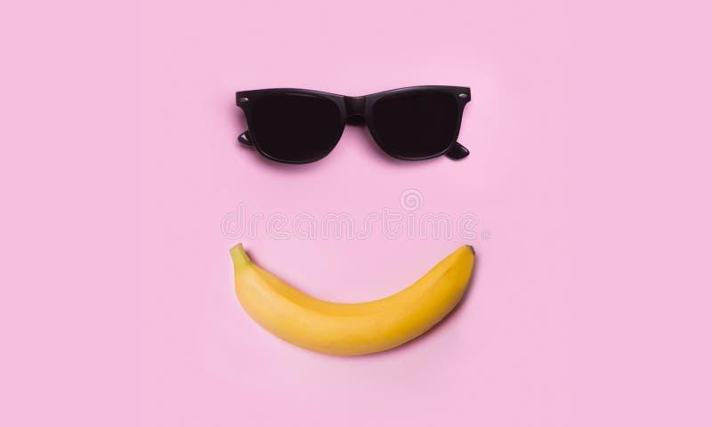 Banana e vidros sunglasses verão O sol Sorriso foto de stock