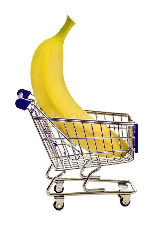 Banana gigante no carrinho de compras minúsculo imagens de stock royalty free