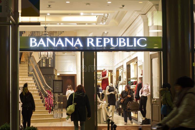 Banana Republic shoppar royaltyfri bild