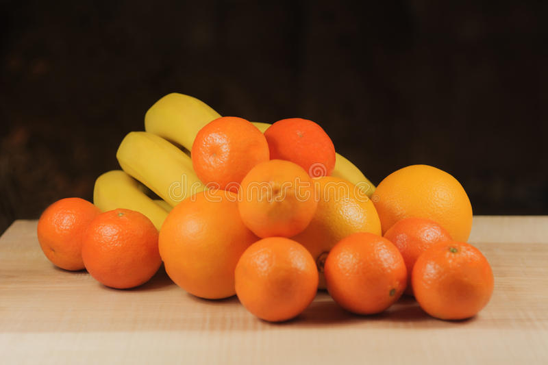 Bananas, tangerinas, laranjas fotografia de stock